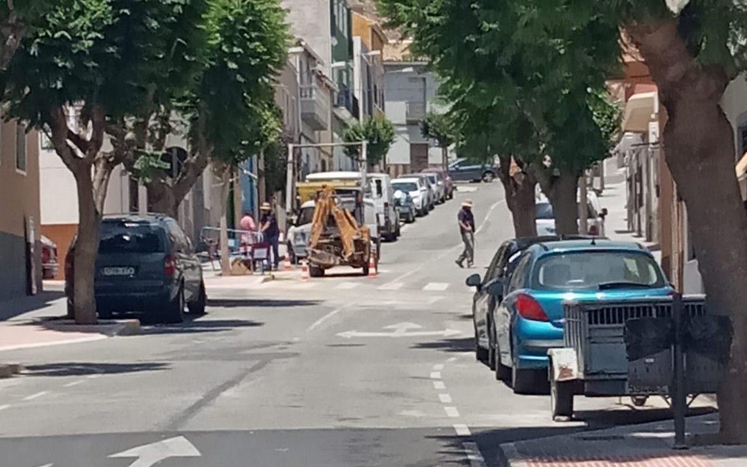 Una rotura al carrer Vereda, provoca un tall del servei de l'aigua en alguns carrers del Fondó de les Neus Notícies de proximitat