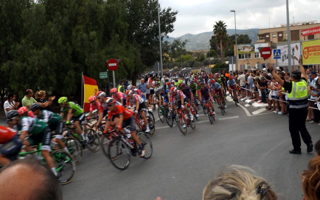 Imatges de La Vuelta passant per Monòver Fotonotícies