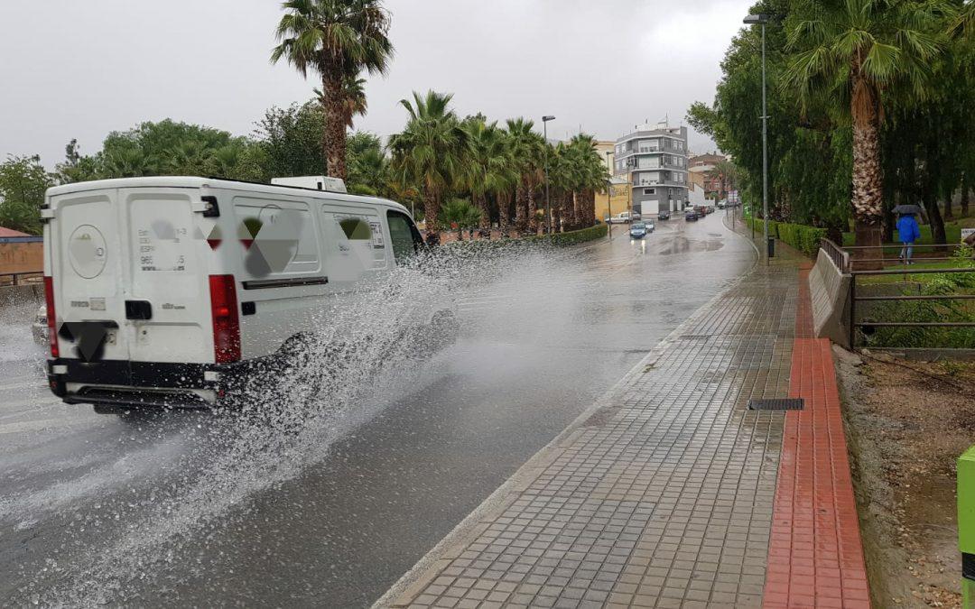"""""""Poc respecte dels conductors als vianants"""" en dies de pluja Petrer"""