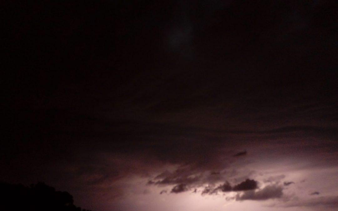 Els llamps il·luminaven la nit de Petrer Fotonotícia