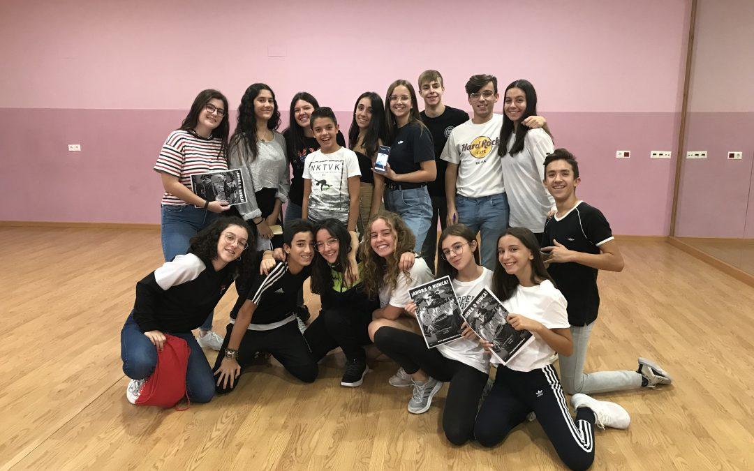 """Puro Teatro prepara un nou musical basat en el conegut muntatge teatral """"Grease"""" Monòver - Cultura"""