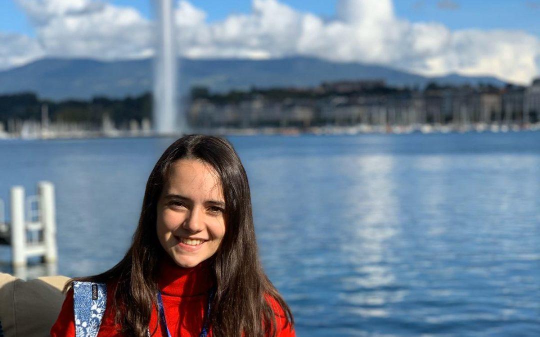 La monovera Rocío Ponsoda, estudiant de Batxillerat de l'IES Enric Valor, entre els majors experts en Física nuclear Entrevista