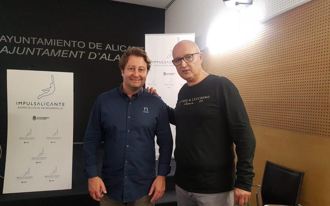 """Luis Barberá assisteix a la conferència de Javier Torregrosa de """"Comunicació no verbal"""" organitzat per AEPA Empreses"""