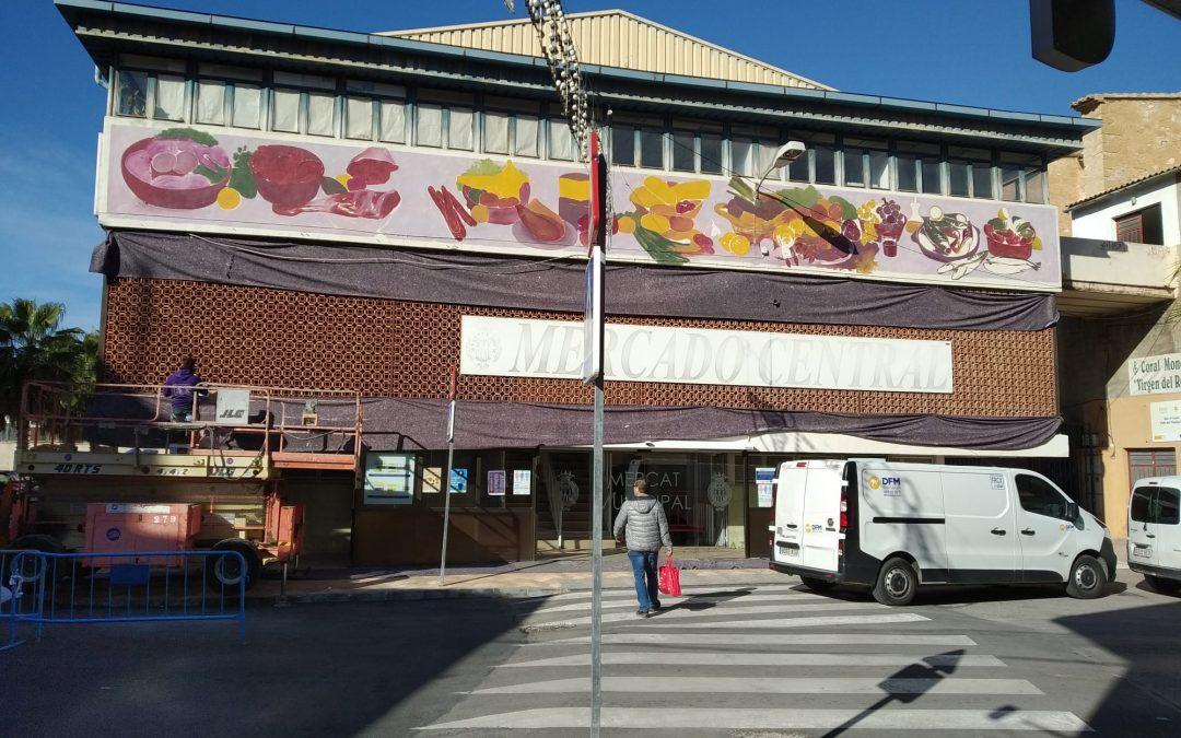 """Avança a """"bon ritme"""" el mural de la façana del Mercat Municipal de Monòver Monòver"""
