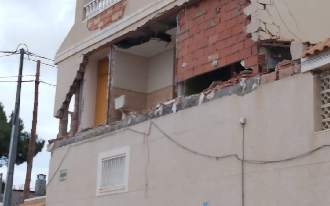 Cau la façana d'una casa a Monòver provocant el desallotjament dels veïns Successos