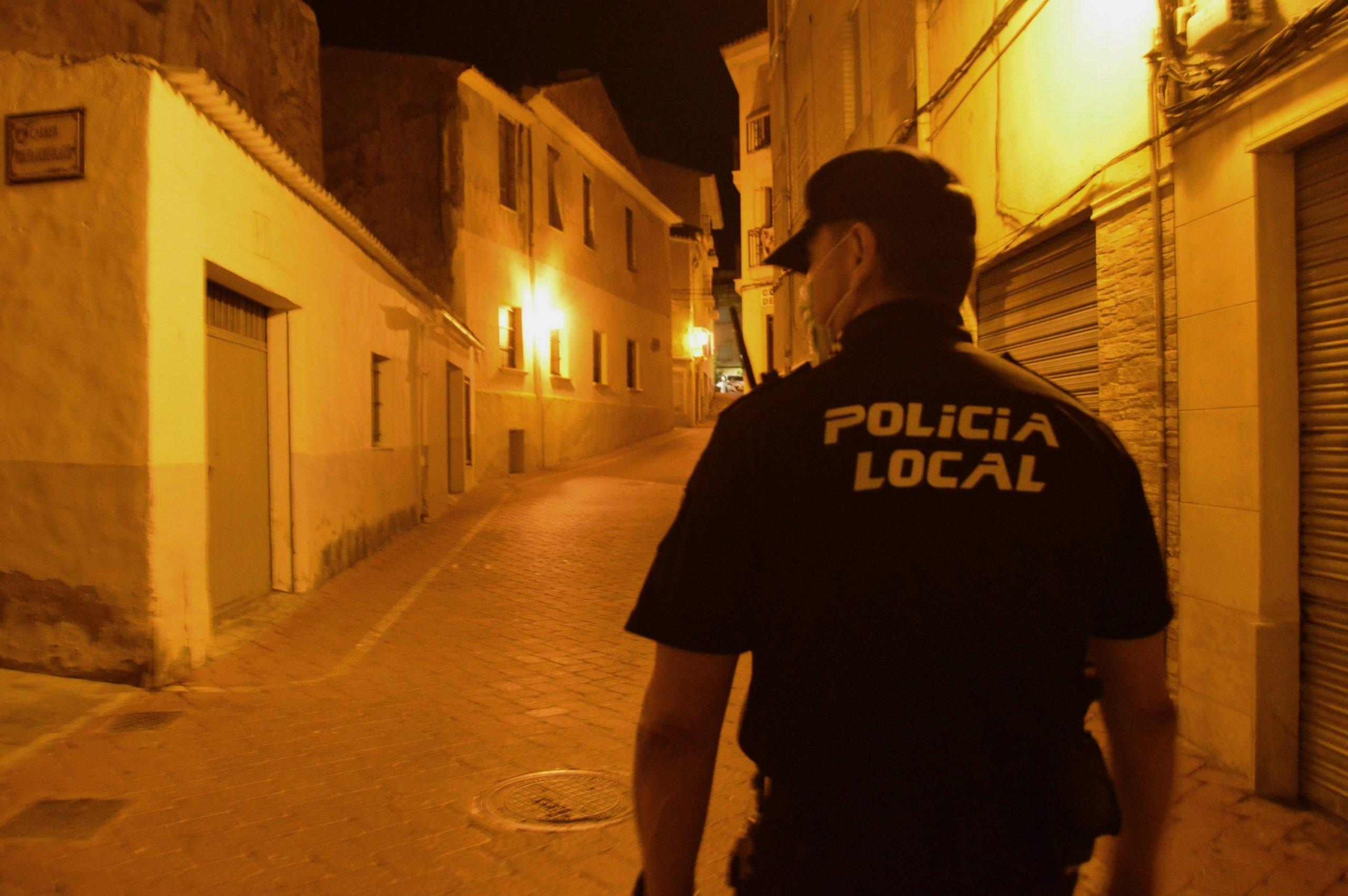 La Policia deté a Petrer a un conductor per resistència a l'autoritat després de circular ebri i a gran velocitat Notícies de Petrer - Successos