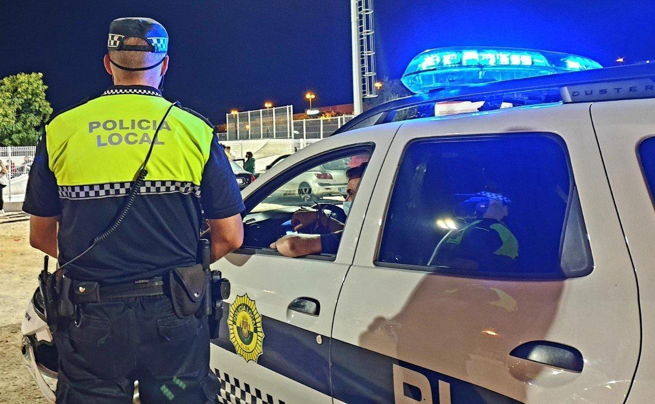 La Policía Local de Elda desmantela dos fiestas ilegales con 33 personas en las que no se cumplían las medidas de seguridad y sanciona a once personas por no hacer uso de mascarilla Successos - Notícies de proximitat